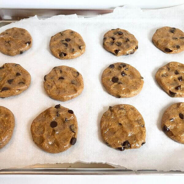 Raw cookies on a baking tray.